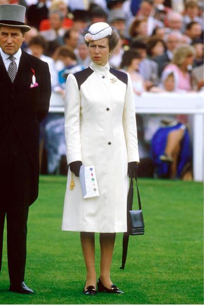 Фото №8 - Экомода: семь членов королевских семей, которые годами носят одни и те же вещи