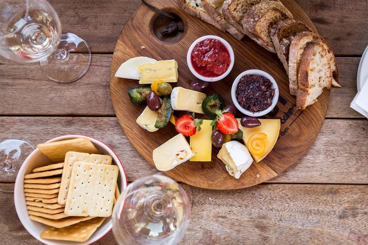 Фото №3 - Гид по сырной тарелке: подбираем сорта сыра, хлеб и вино