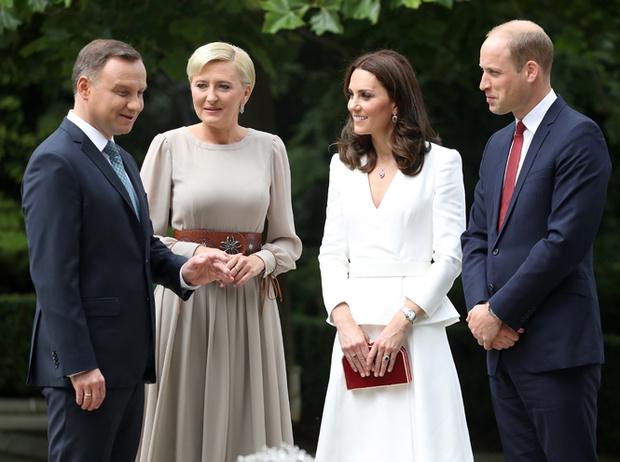 Фото №21 - Принцесса Шарлотта и принц Джордж: первые фото из Польши