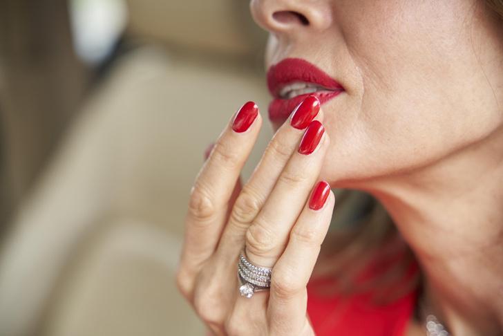 Фото №3 - Косметологи опровергли байки производителей: электронные сигареты старят кожу губ, как обычные