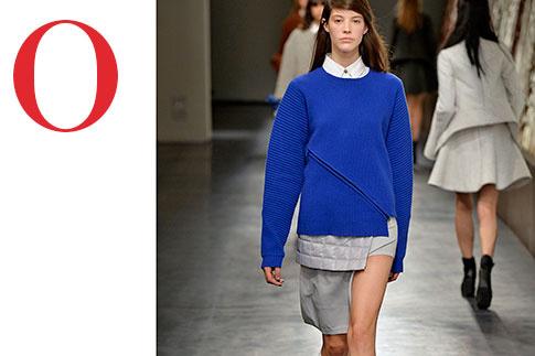 ПУЛОВЕР, РУБАШКА И ЮБКА, OPENING CEREMONY Асимметрия плюс многослойность – хороший пример модного стайлинга
