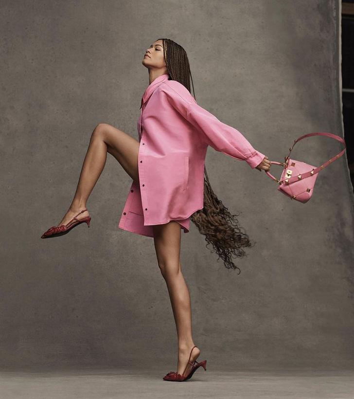 Фото №1 - Розовая рубашка, которая нужна нам всем: показывает Зендая