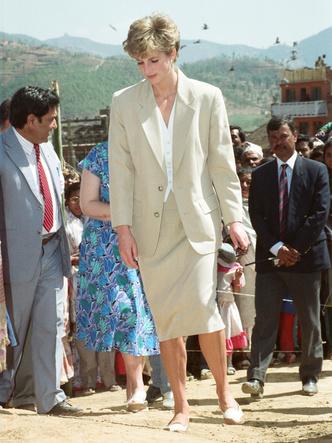 Фото №3 - Королевский кэжуал: как Диана носила объемные пиджаки