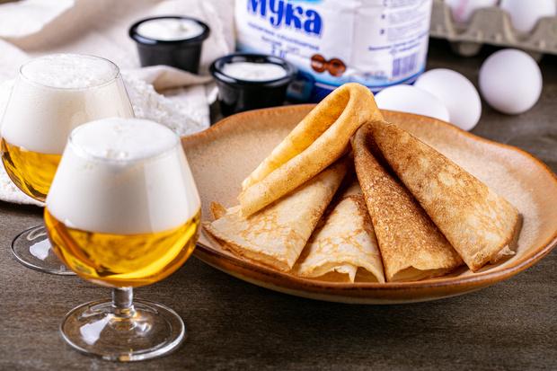 Фото №1 - На пиве, малазийские с манго и пуховые с кремом: 4 необычных рецепта блинов