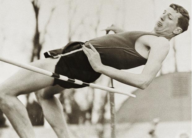 Фото №1 - Как простой студент совершил переворот в спорте и научил весь мир прыгать в высоту