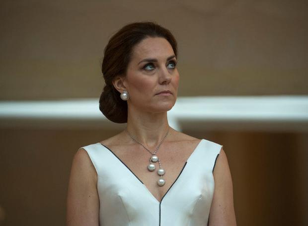 Фото №1 - Голая попа и еще 7 фото Кейт, которые не дают королеве спать спокойно