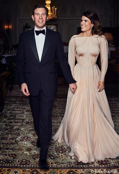 Фото №2 - После венчания: вторые свадебные платья королевских невест