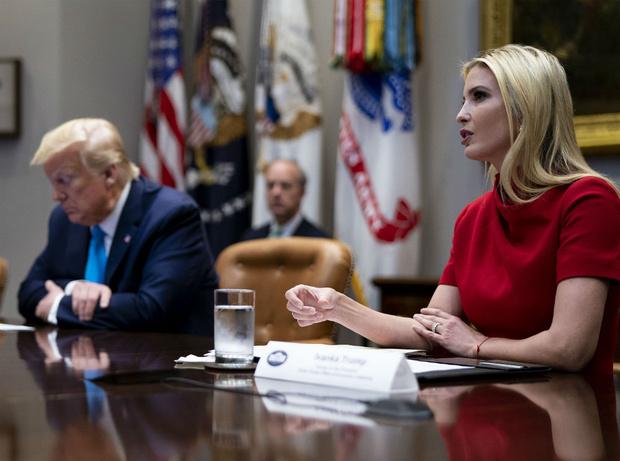 Фото №2 - «Ей не писаны никакие правила»: чем Иванка Трамп разозлила американцев (снова)