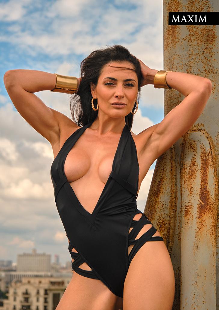 Фото №1 - Соседка сверху. Актриса Виктория Полторак в фотосессии MAXIM