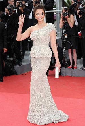 Фото №55 - Болливуд в Каннах: Айшвария Рай и все ее наряды за историю кинофестиваля