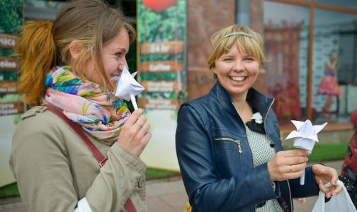 Фото №1 - 100 тысяч «Белых цветов» раздали в Петербурге в поддержку тяжелобольных детей