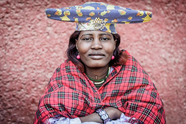 Фото №10 - Красоты ради: 10 самых громоздких шляп в мире