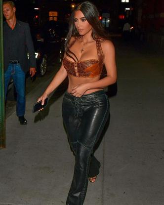 Фото №3 - Что будем носить осенью 2021: топ-корсет и кожаные штаны по примеру Ким Кардашьян
