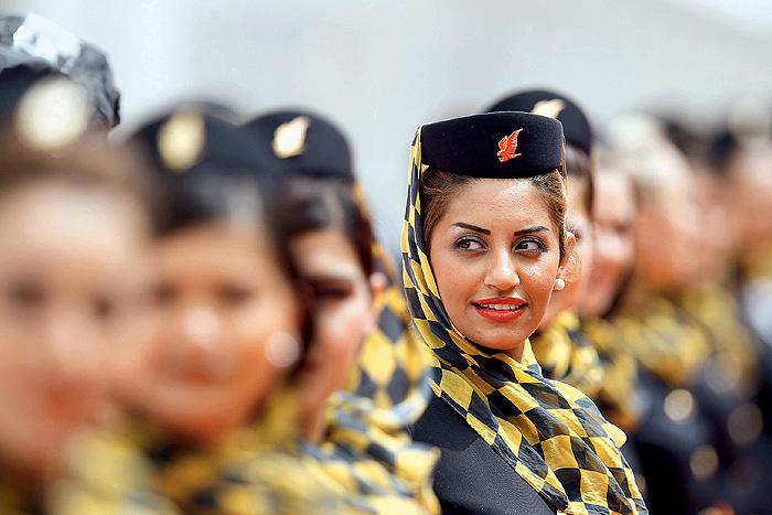 Фото №3 - Высокие стандарты: стюардессы из разных стран мира