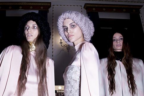 Фото №7 - Мохеровая шапка Елизаветы ll стала главным трендом зимы 2013