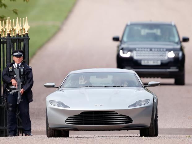 Фото №5 - Вместо кареты: самые роскошные свадебные автомобили Виндзоров