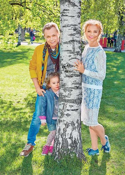 Владимир Левкин с женой Мариной и дочкой Никой, 2017 год