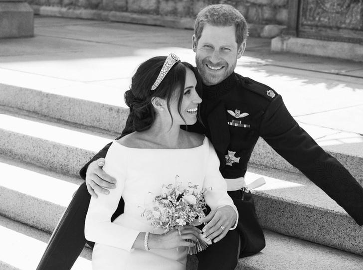 Фото №1 - О чем говорят свадебные фото Гарри и Меган