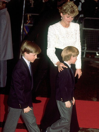 Фото №5 - Счастливое детство: самые трогательные выходы Дианы с Уильямом и Гарри