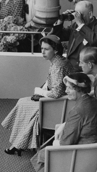 Фото №23 - Полька-дот: как королевские особы носят трендовый «горох»