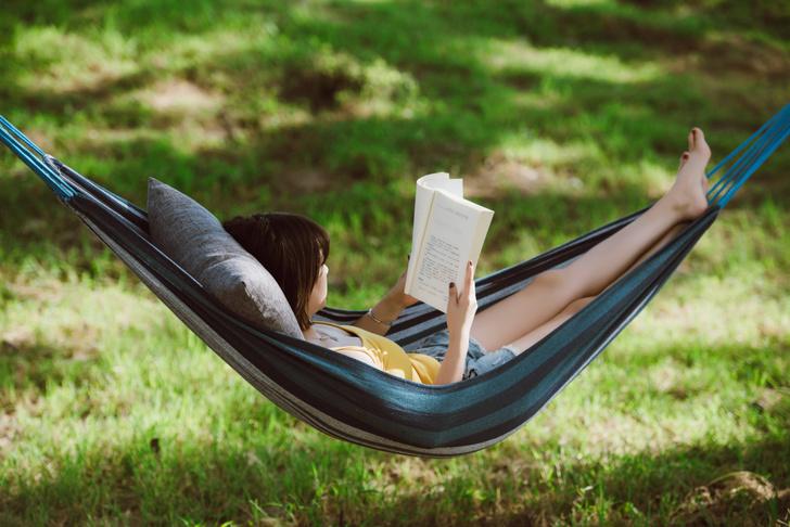 Фото №1 - Ученые рассказали о пользе чтения на открытом воздухе