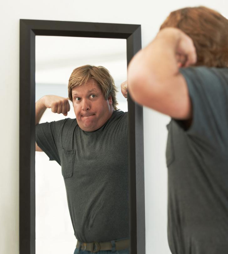 Фото №2 - Новое исследование: твои успехи в постели зависят от того, как часто ты смотришь в зеркало