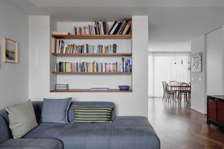 Фото №1 - Квартира с синим коридором в Милане
