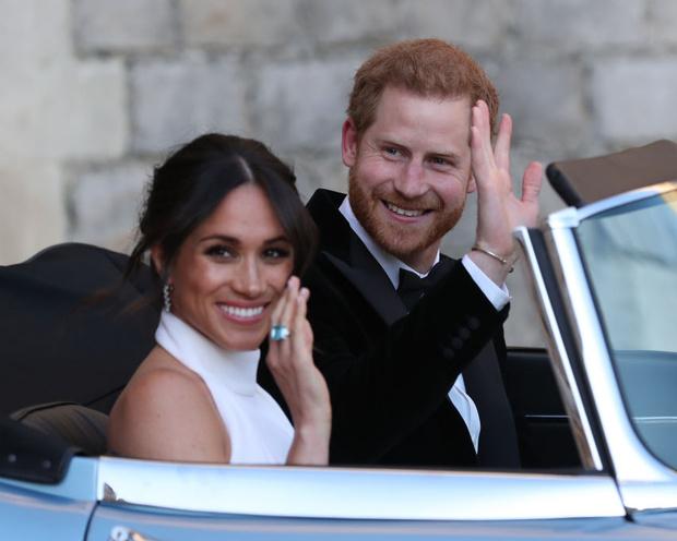 Фото №1 - СМИ: Принц Чарльз намерен вычеркнуть Гарри и Меган из состава королевской семьи