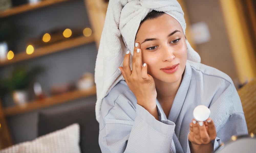 «Пора покупать детскую присыпку»: правила красоты Бобби Браун