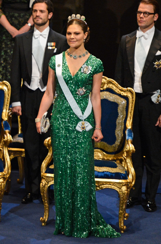 Фото №15 - 15 примеров, когда королевские особы надевали одно и то же вечернее платье несколько раз