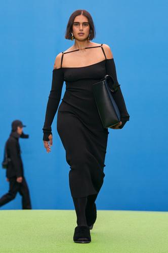 Фото №2 - Полный гид по самым модным платьям осени и зимы 2021/22