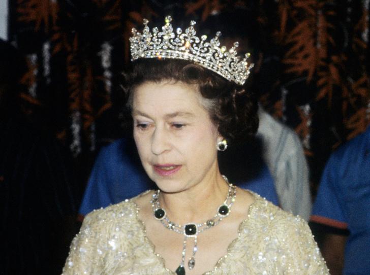 Фото №24 - Какую тиару Елизавета II одолжит Меган Маркл на свадьбу: делаем ставки