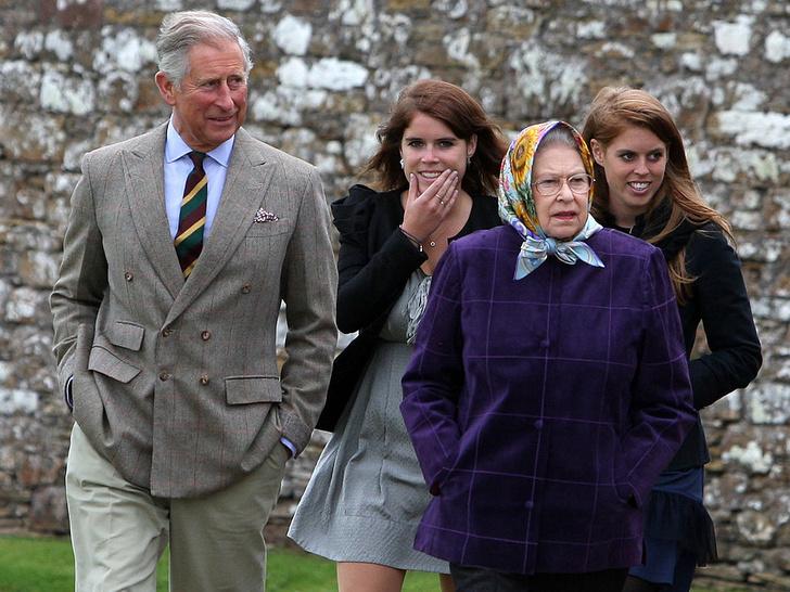 Фото №2 - На особом положении: почему королева относится к принцессам Беатрис и Евгении иначе, чем к другим своим внукам