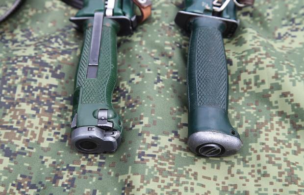 Фото №5 - Стреляющий нож для гражданина Бонда