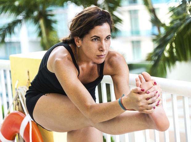 Фото №1 - Что такое горячая йога: плюсы и минусы занятий