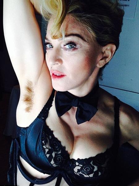 Волосатые знаменитости фото женщин лесбийский массаж киски
