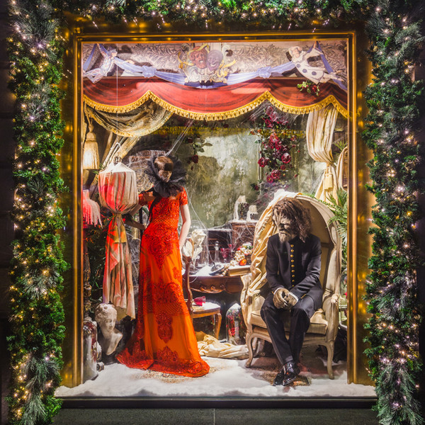Фото №4 - Из сказки в сказку: 36 волшебных сюжетов в витринах ЦУМа