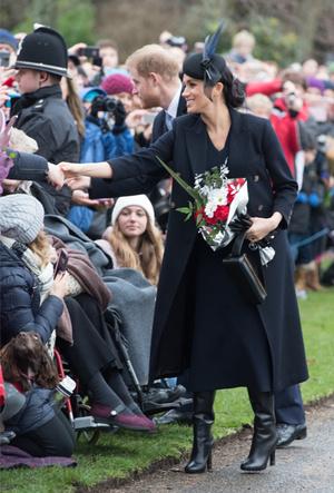 Фото №6 - Почему герцогиня Меган носит с собой перчатки, но не надевает их