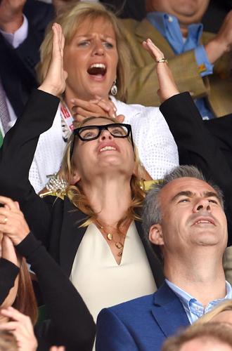 Фото №17 - И смех, и слезы: звезды на трибунах Уимблдона глазами фотографов