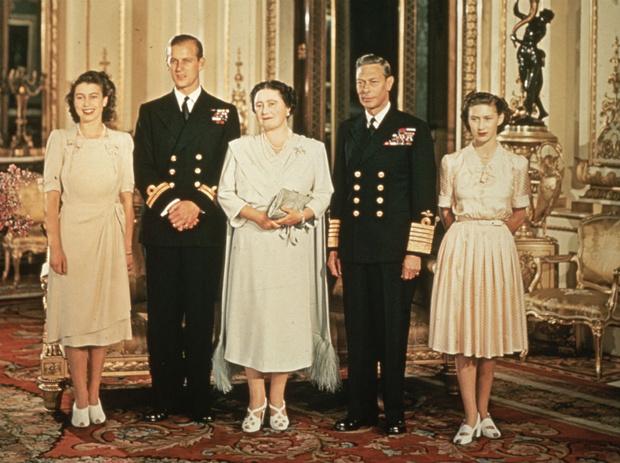 Фото №2 - Любовь в подарок: как случайность положила начало отношениям Елизаветы и принца Филиппа