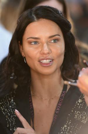 Фото №11 - И так красавица: 3 типажа внешности, которым не нужен яркий макияж