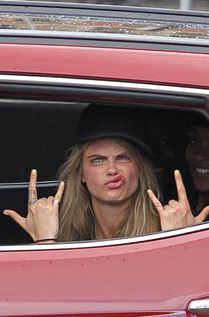 Фото №27 - Фейспалм и губы уточкой: самые смешные фото Кары Делевинь