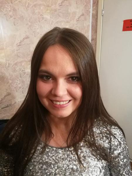 Фото №1 - Как выглядит и чем живет внебрачная дочь Александра Серова