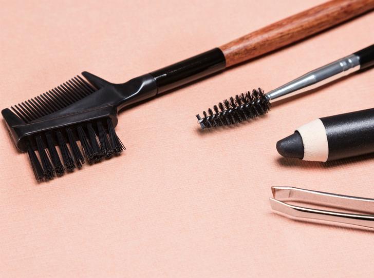 Фото №3 - Как правильно выщипывать брови: советы brow-мастера