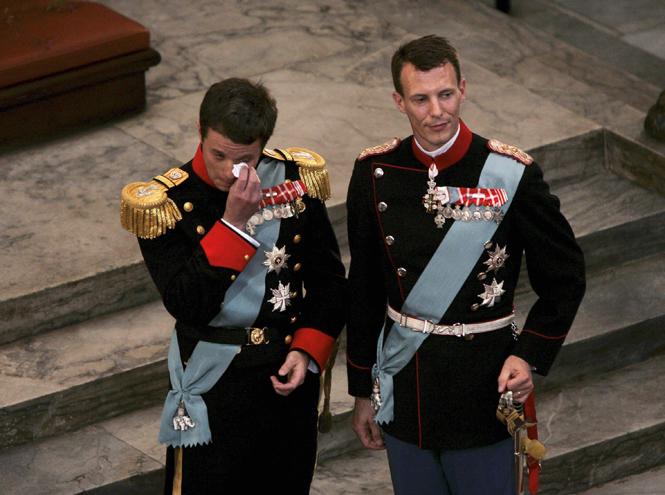 Фото №55 - Самые трогательные моменты королевских свадеб (о Гарри и Меган мы тоже не забыли)