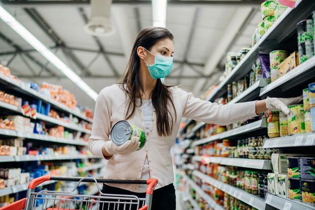 Фото №1 - Без гречки и кефира: названа диета, спасающая от коронавируса