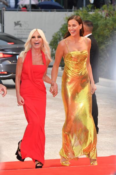 Фото №1 - Леди Гага решила отбить у Ирины Шейк еще и подругу