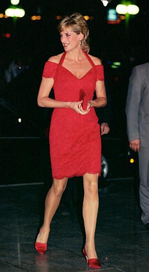 Фото №22 - Модная провокация: самые откровенные наряды принцессы Дианы