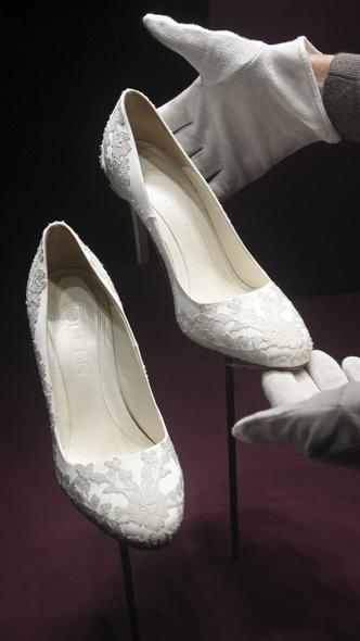 Foto #9 - De la Elisabeta a II-a la Printesa Beatrice: in ce pantofi s-au casatorit printesele