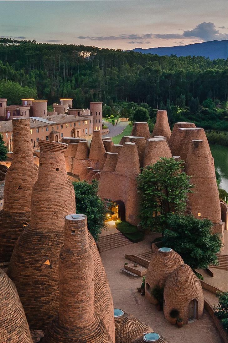 Фото №1 - Ресторан в форме термитника в Китае